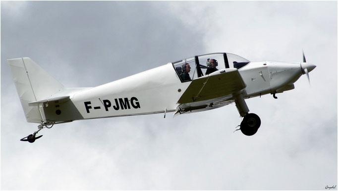 Avion au décollage à l'Aérodrome de Fayence-Tourrettes