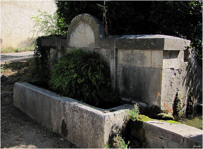 L' Ancienne Fontaine du Lavoir des Crottons ... à Callian
