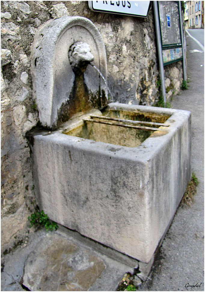 La fontaine sous le parking