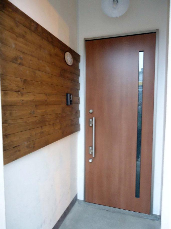 新しくなって魅力的になった玄関とオリジナルの装飾