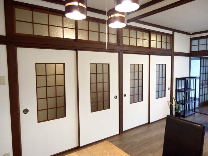 もう生産していないガラスをそのまま残して、デザインとして活かした戸襖と戸