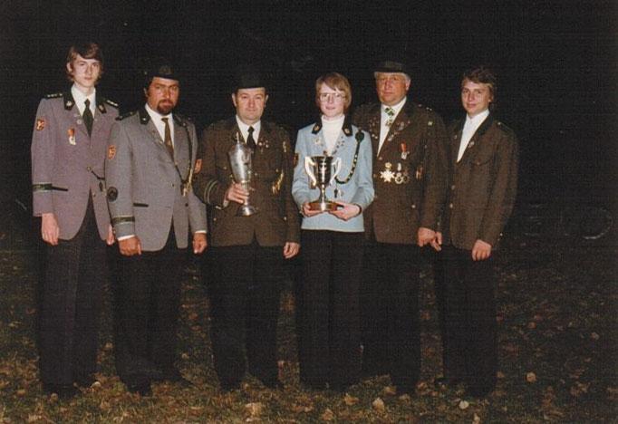 1979 wurde der Bundespokal des SSB ausgeschossen. Sowohl die Schützen, als auch die Jugend aus Lauenförde waren erfolgreich. V.l. Bernd Renneberg, Friedheilm Schneider, Walter Brekerbohm, Elvira Winter, Helmut Heyer und Dirk Bömelburg.