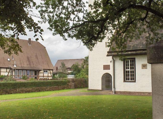 Blick auf den Haupteingang der Kirche
