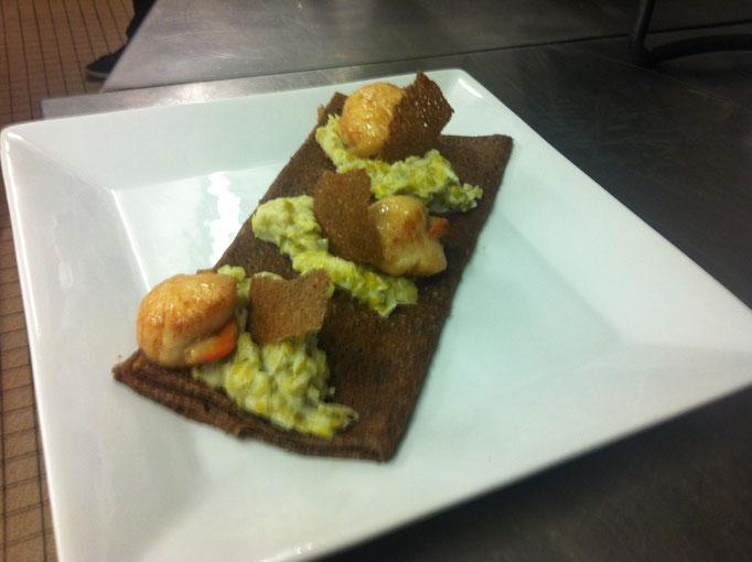 Crêpe de sarrasin -  St Jacques & fondue de poireaux