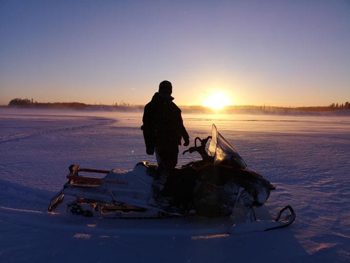 In Schweden auf Schneemobiltour