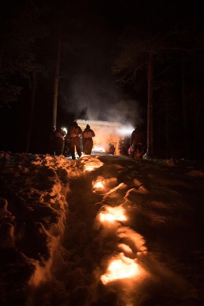Einsame Insel : Abendessen  am Feuer