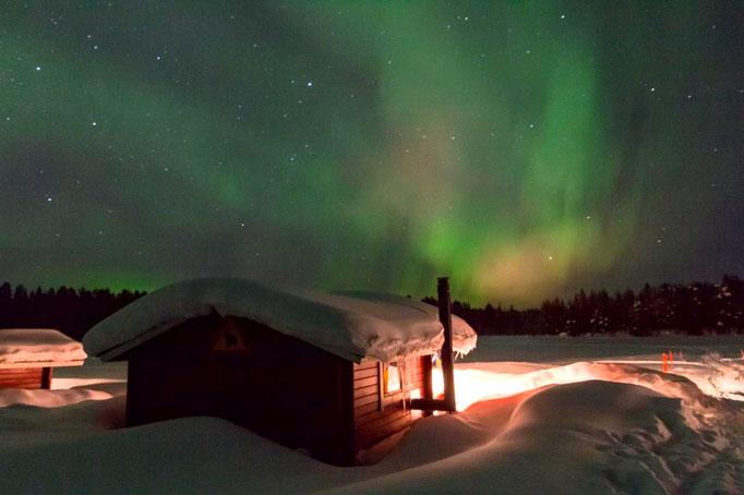 Polarlichershow über den Dächern unserer Farm