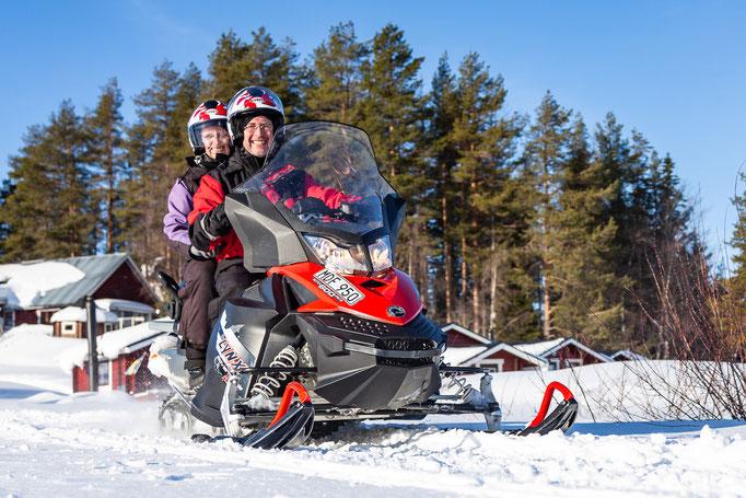Schneemobiltour in Schweden