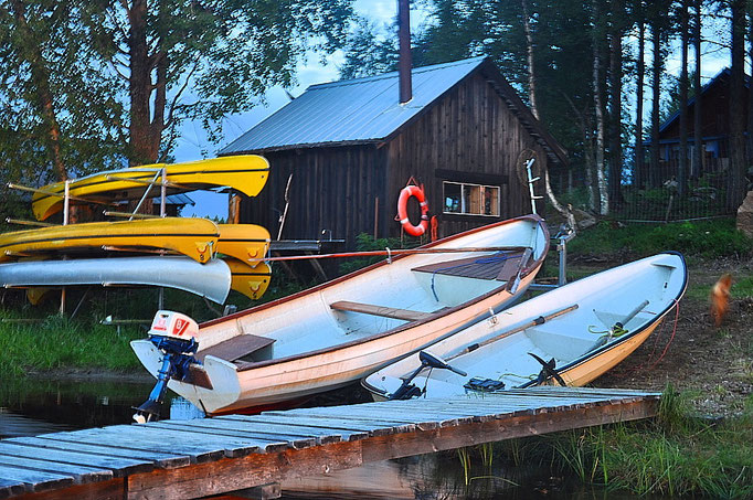 Boote bei Lapplands Drag Huskyfarm
