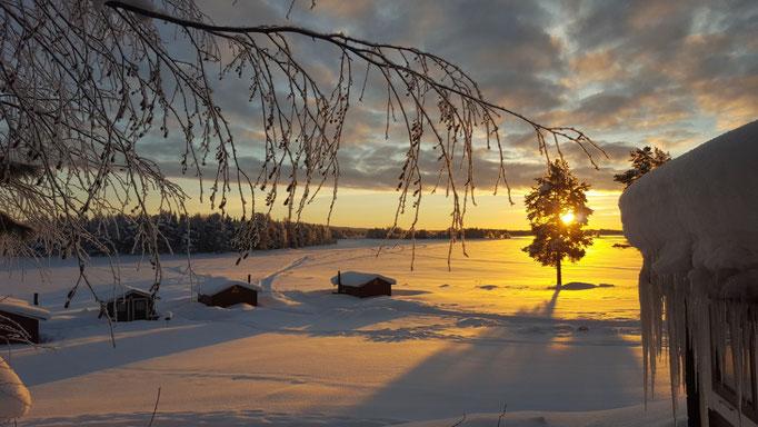 Ausblick auf Lapplands Drag Blockhütten