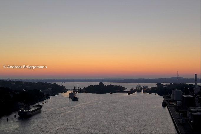 Schleuse Kieler Hafen am Morgen