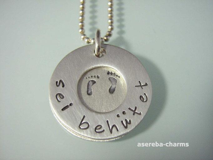 """Anhänger """"sei behütet"""" und innen Name, Geburtsdatum sowie Babyfüße (Silber 925)"""