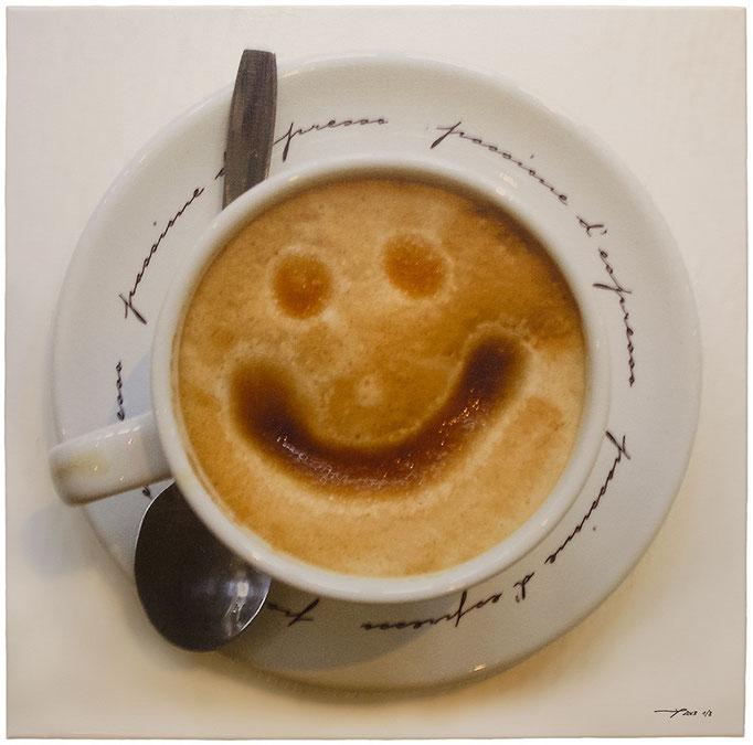 THE COFFEE SMILE (2013, 1/8, 65x65cm, MP0330, Photographie, Inkjet-Pigmentdruck auf Leinwand, Acryl) © Michael Pfenning. Verkauft/Sold: 1 von 8, Verfügbar/Available 2-8 von 8