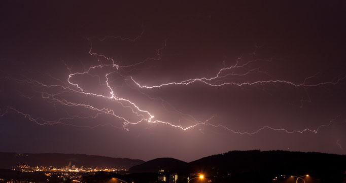 Gewitter/Blitze über dem Limmattal richtung Dietikon, Zürich, Schweiz, 2008 05 29 (MPS#0381) © Michael Pfenning