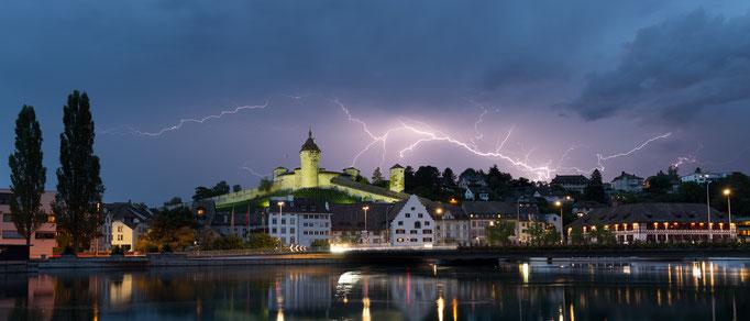 Gewitter über Schaffhausen mit Munot, Schweiz, 2018 07 15 (MP0395) © Michael Pfenning