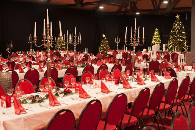 Tischdekoration und Bestuhlung - Bankett - Weihnachts-Happening