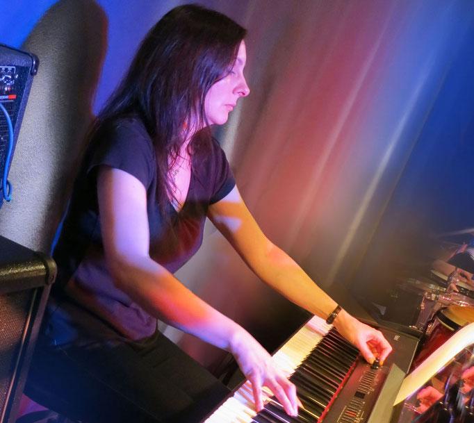 Yvonne Preising (Keyboards)