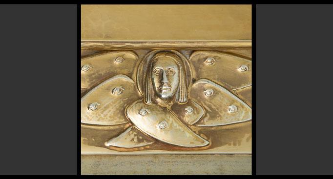 »Die vier geflügelten Wesen - Mensch« (Detail) Tabernakelumkleidung, Treibarbeit in Kupfer, feuervergoldet, 1958