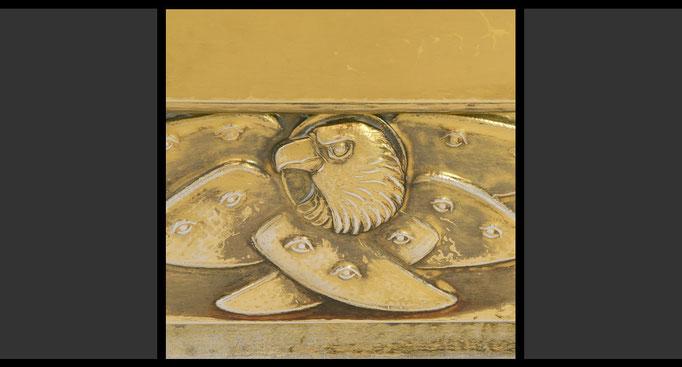 »Die vier geflügelten Wesen - Adler« (Detail) Tabernakelumkleidung, Treibarbeit in Kupfer, feuervergoldet, 1958