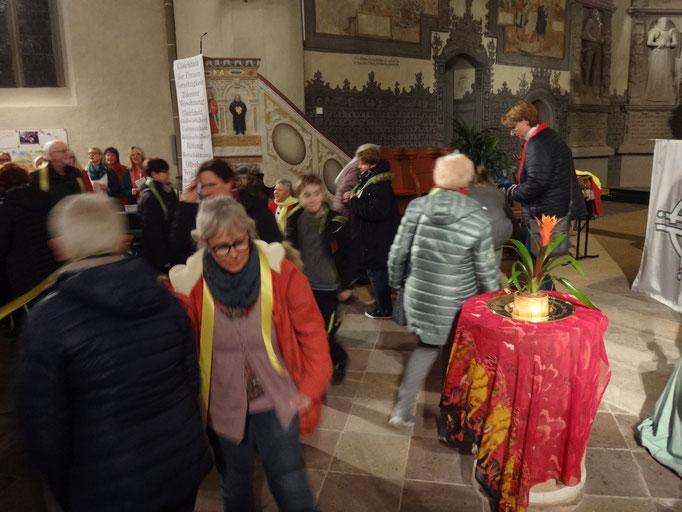 Bewegte Kirche: der Kollektengang.
