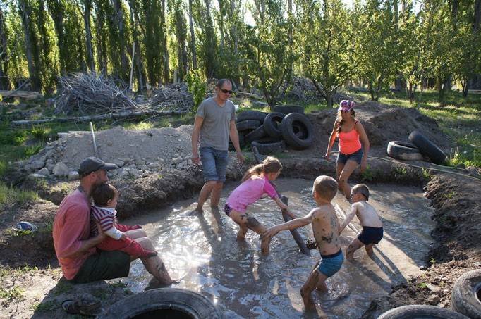 On remue la boue pour faire des briques !