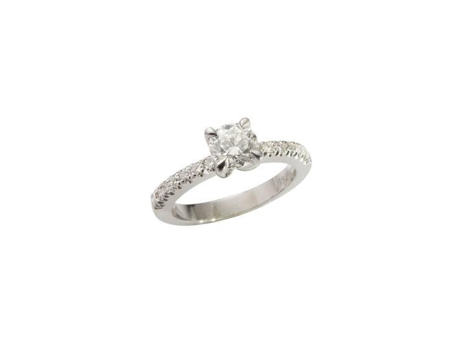 Diamantring mit Diamanten, 18 karat Weißgold