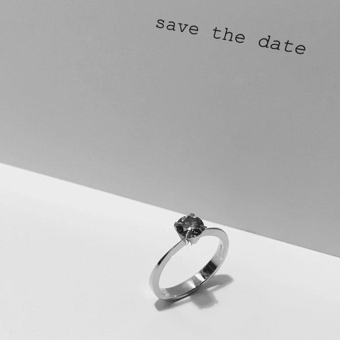 Verlobungsring  mit braunem Diamant, aus 18 karat Rotgold, 1.990 Euro