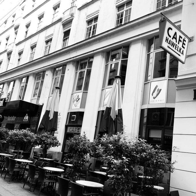 bitte den Hauseingang neben dem Cafe Hawelka benutzen - Wir sind im Mezzanin!