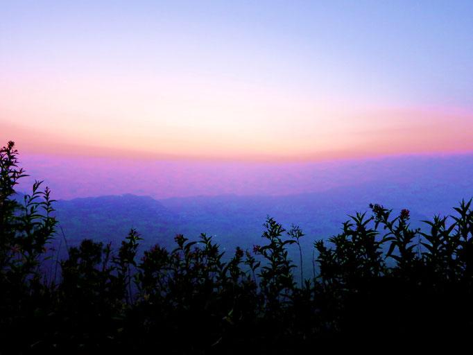 Sonnenaufgang über der Vulkanlandschaft