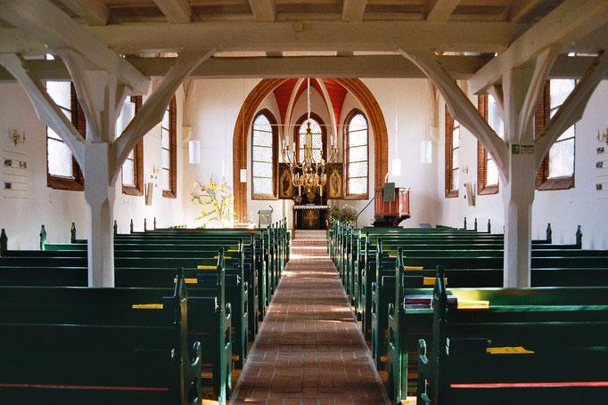 Dies verdeutlicht umso mehr, dass das eigentlich Wertvolle in diesem Gebäude die Menschen sind, die hinein- und hinausgehen und Gott hier näher kommen.