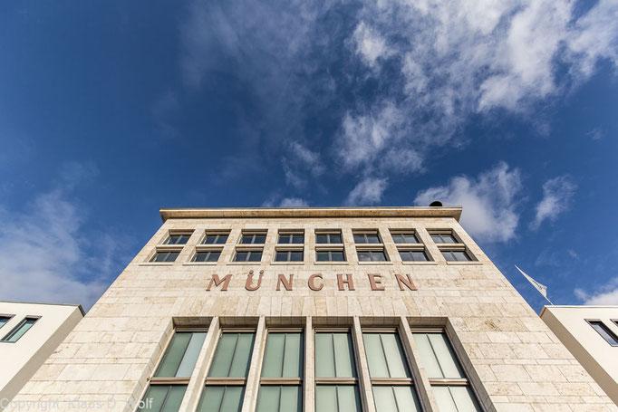 Architekturfotografie, Wappenhalle des alten Flughafens München-Riem, Location-Foto für einen Kongress des Verkehrsministeriums