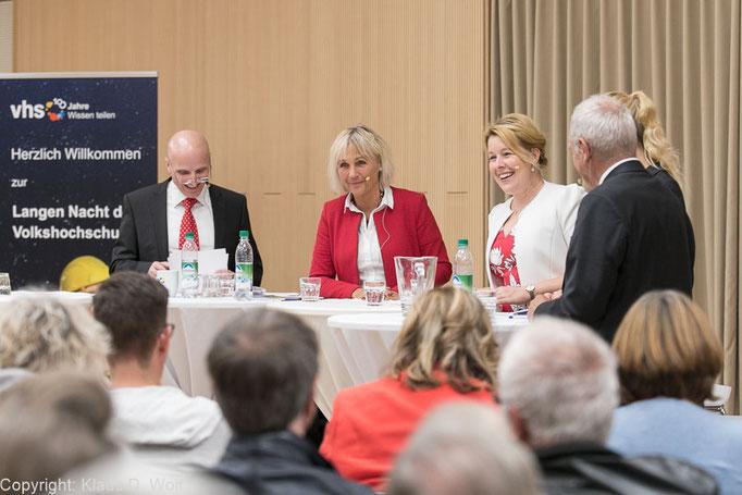 Familienministerin Giffey, 100 Jahre Volkshochschulen, Haar, Fotojournalist München