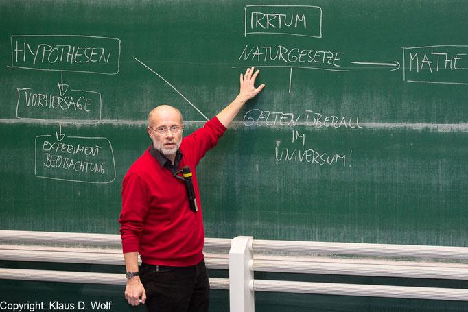 Wissenschaftler und Moderator Harald Lesch in der LMU München, Fotograf: Klaus D. Wolf, München