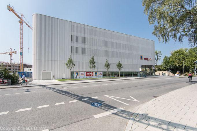 Architekturfotografie: Einkaufszentrum Baumkirchen Mitte, München. Für das ALDI Mitarbeitermagazin