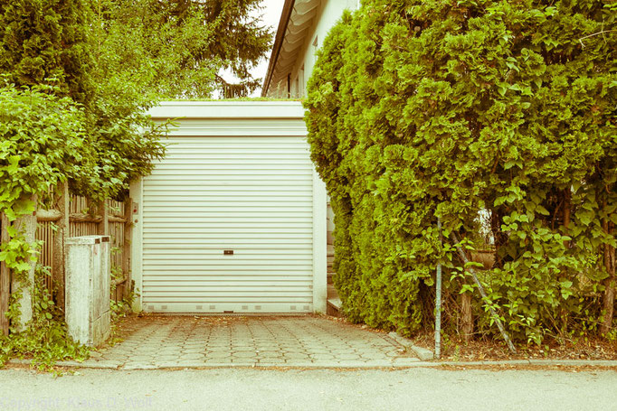 """Aus der Serie """"1200 Garagen Menzing"""", Fotograf: Klaus D. Wolf, München"""