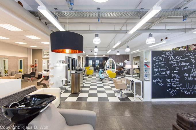 Interieurfotograf München: Der Showroom von Frikos Friseureinrichtungen für das Magazin TOP HAIR Business