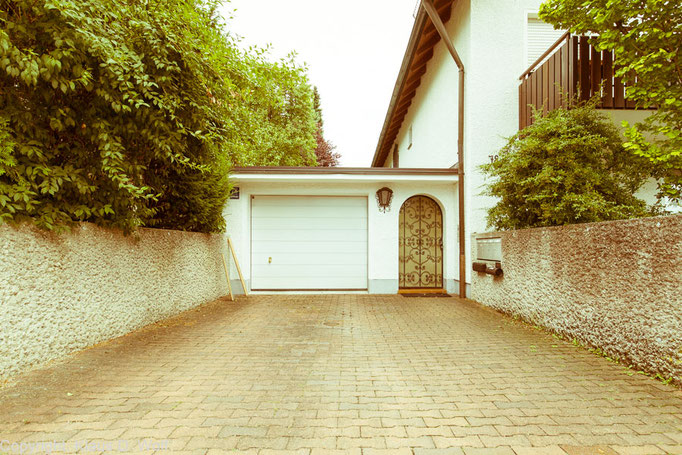 """Serie Architekturfotografie """"1200 Garagen Menzing"""", Fotograf: Klaus D. Wolf, München"""