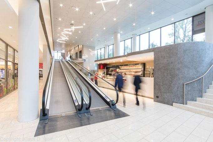 Interieurfotografie: Einkaufszentrum Baumkirchen Mitte, München. Für das ALDI Mitarbeitermagazin