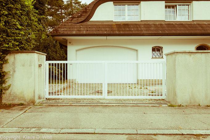 """Aus der Architekturfotografie-Serie """"1200 Garagen Menzing"""", Fotograf: Klaus D. Wolf, München"""
