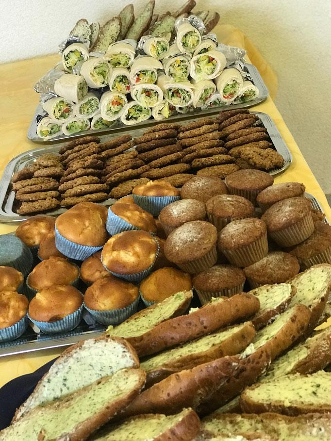 Gesundes Paussenbrot in der Schule Oberthulba - Wraps, Krätuerstangen, Muffins