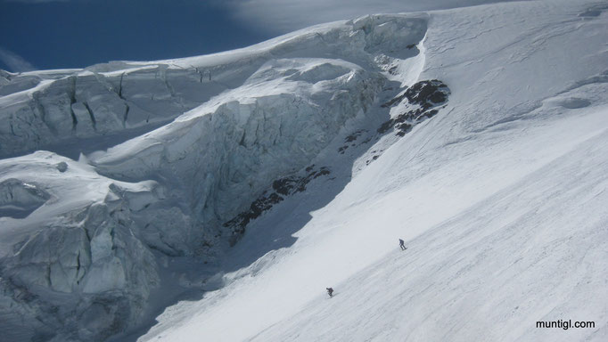 20.04.215 12:10 Abfahrt Punta San Matteo 3678m (Ortler Alpen)