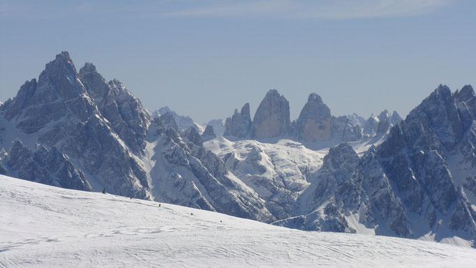23.03.2011  14:00 Blick vom Toblacher Pfannhorn Richtung 3 Zinnen (Dolomiten), Osttirol