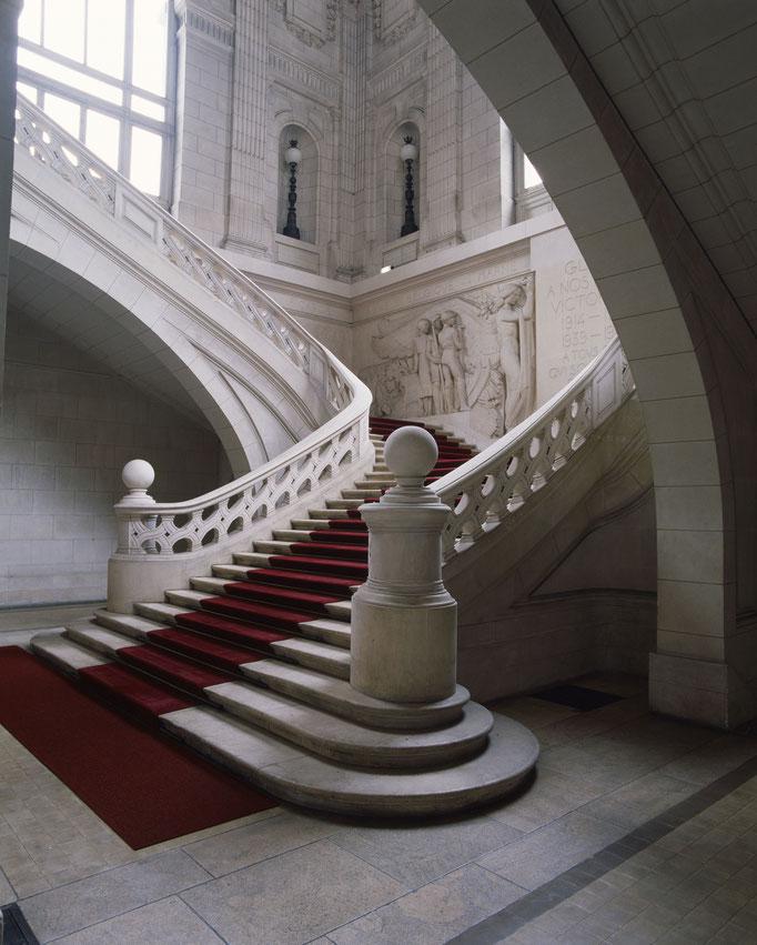 Hôtel de ville de Tours, escalier d'honneur  Cote du cliché : ALC86-1074