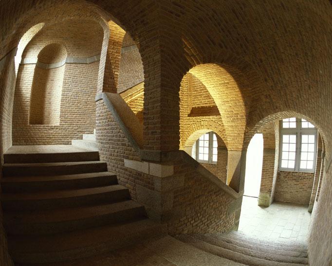 Château de Carrouges, escalier d'honneur