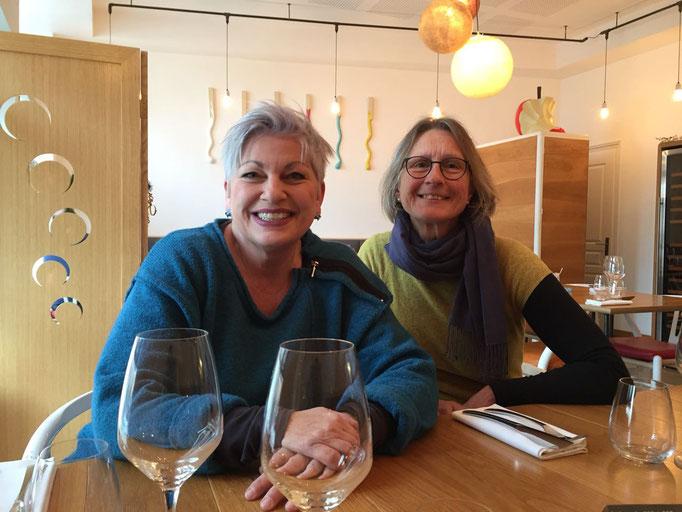 Susanne und Annette in freudiger Erwartung