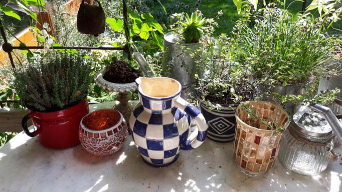 28.08. Stillleben mit Kräutern und Vasen