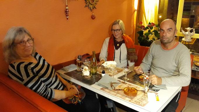 Mit Boris, Stefanie und Angela Abendessen im Porche Bonheur