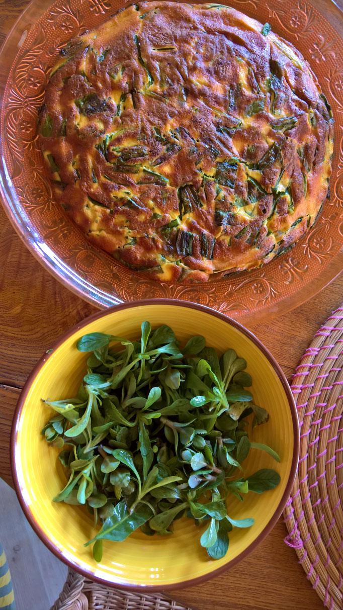 lecker zu Salat und Tortilla verarbeitet