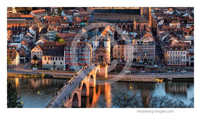 Archiv-Nr. hc2017118 / Alte Brücke im Abendlicht
