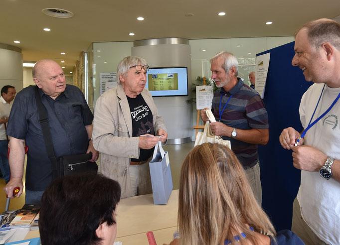 Links Milan Humplik, ehemaliger Vorsitzender des tschechischen Exlibris-Vereins, und der Künstler Vladimir Suchanek. Foto Miro Petric